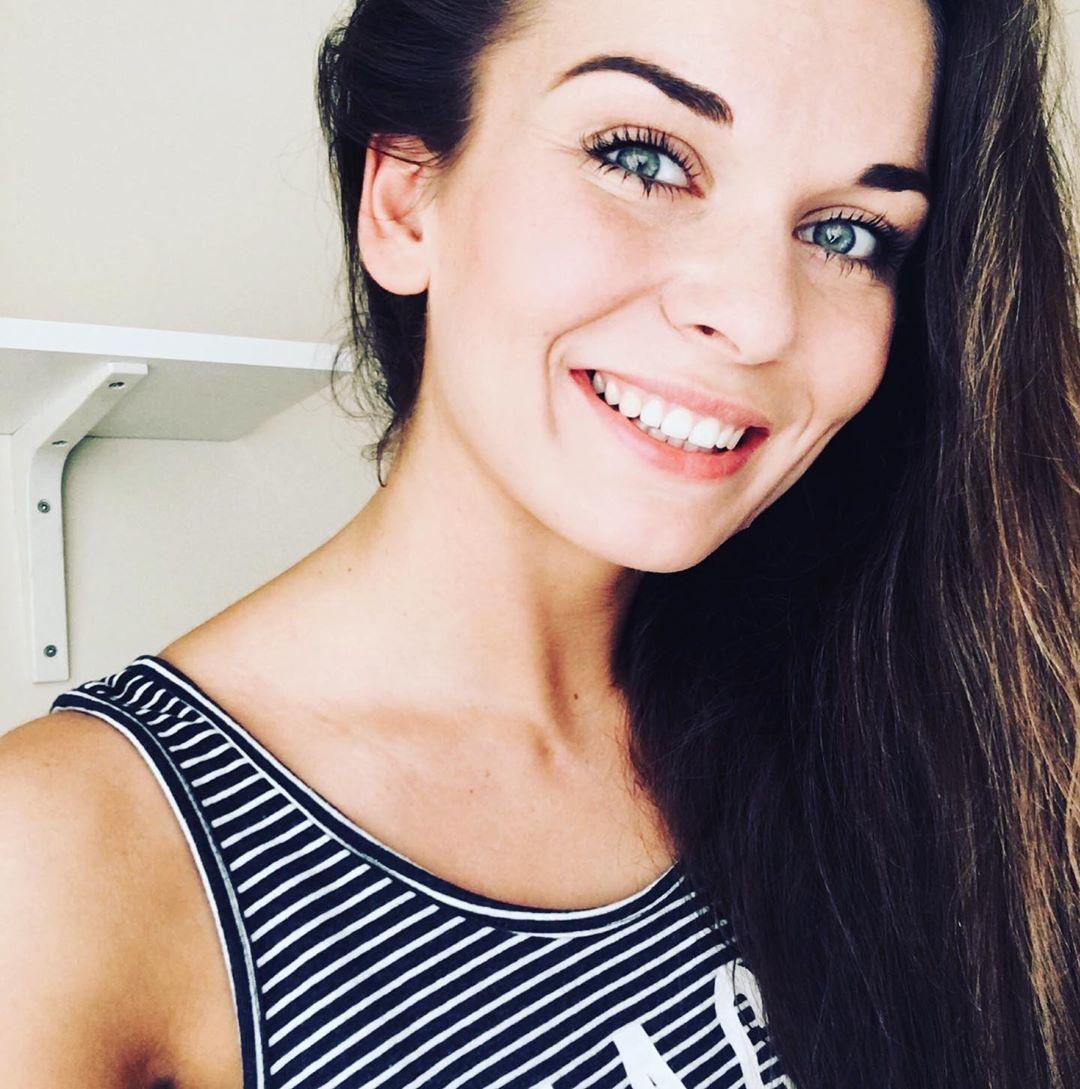Nicole D Garrison